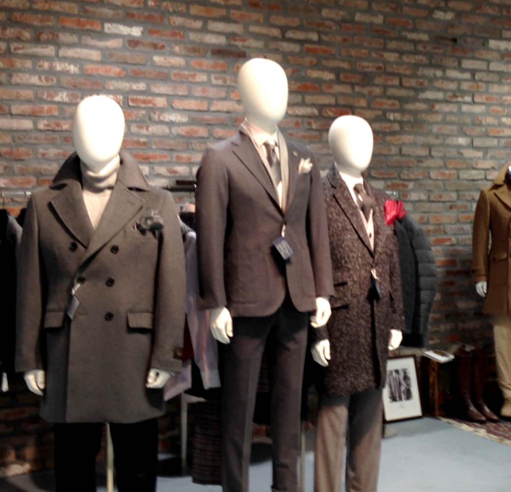 スーツからTシャツまで、あらゆる商品を市場に。